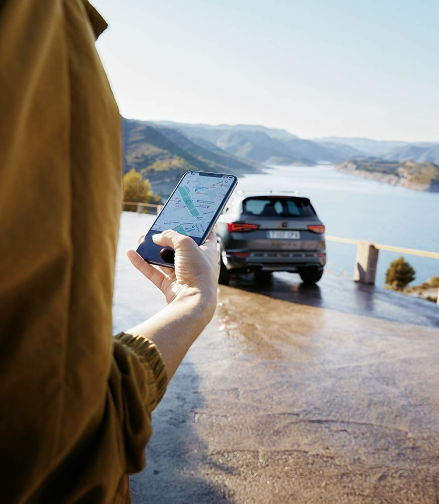 woman-connected-to-cupra-connect-via-smartphone.jpg