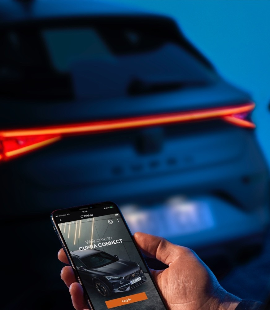 remote-access-of-the-cupra-leon-five-doors-ehybrid-compact-sports-car-interior-view.jpg